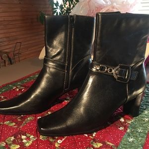 APOSTROPHE LEATHER BOOTS SIZE 10
